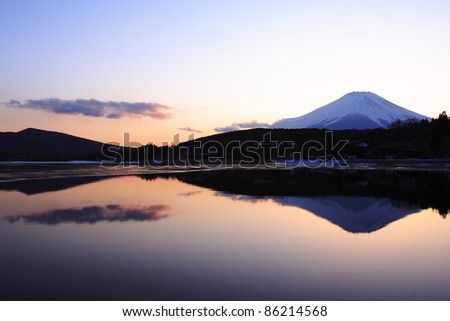 Twilight mount-Fuji at lake Yamanakako
