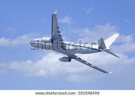 Twin-engine airliner climbing upwards.
