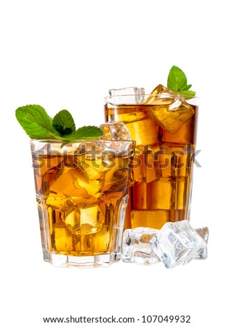Two glasses of ice tea with mint
