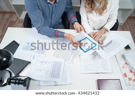 two people working in the office / office situation