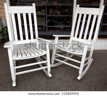 Two vintage white rocking chairs on front porch. - Rocking Chair Porch Stock Images, Royalty-Free Images & Vectors