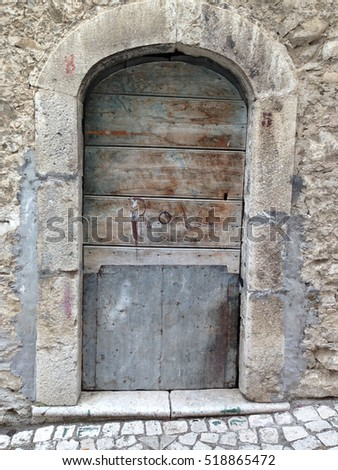 Typical door of Center Italy