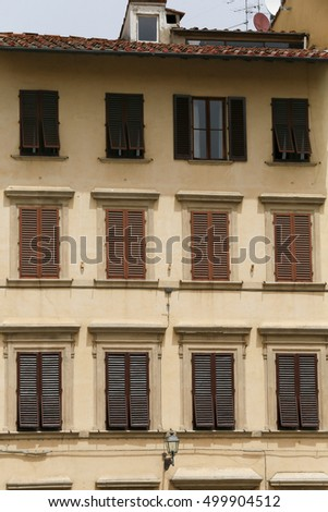 Typical facade with windows of Tuscan architecture.