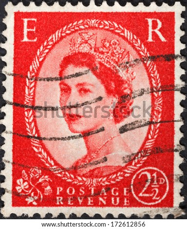 UNITED KINGDOM - CIRCA 1952: A postage stamp printed in the United Kingdom shows Queen Elizabeth by Dorothy Wilding on red, circa 1952