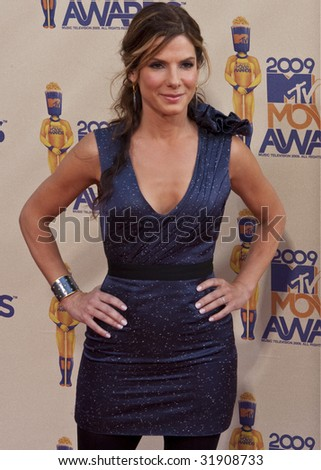 UNIVERSAL CITY, CA - MAY 31: Actress Sandra Bullock arrives at the 2009 MTV Movie Awards held at the Gibson Amphitheater on May 31, 2009 in Universal City, California. - stock photo