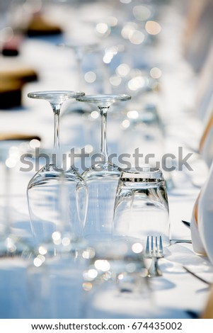 upside down water and champagne glasses setting on the wedding dinner table