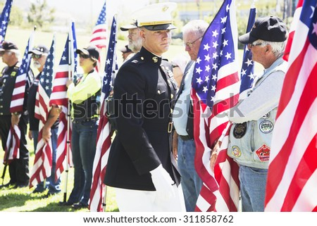 """US Marine officer honors fallen soldier, PFC Zach Suarez, """"Honor Mission"""" on Highway 23, drive to Memorial Service, Westlake Village, California, USA, 06.19.2014 - stock photo"""
