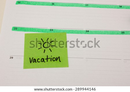 Vacation sticky note with sun drawing on calender - stock photo