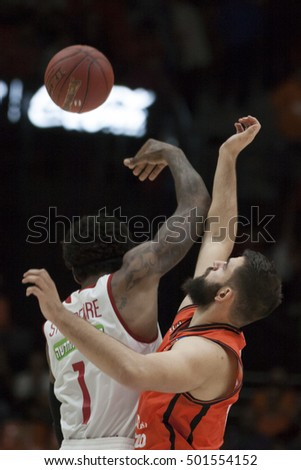 VALENCIA, SPAIN - OCTOBER 19th: (L) Stoudemire, (R) dubljevic during Eurocup match between Valencia Basket and Hapoel Bank Yahav Jerusalem at Fonteta Stadium on October 19, 2016 in Valencia, Spain