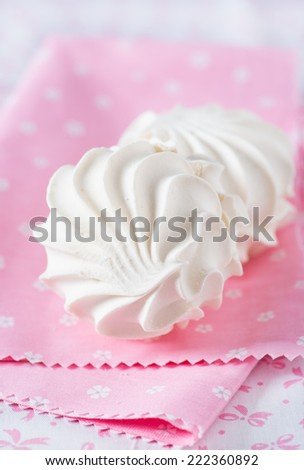Vanilla marshmallows over pink background, selective focus