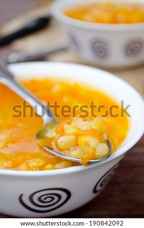 Vegetarian yellow pea soup