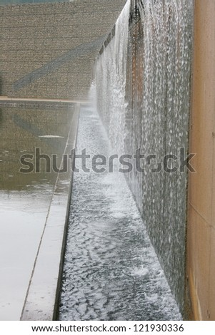 Vertical artificial waterfall