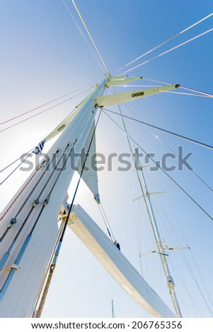 very tall mast of a luxury sail boat