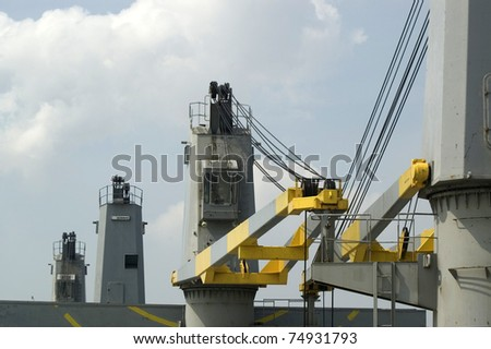 vessel cranes waiting for loading