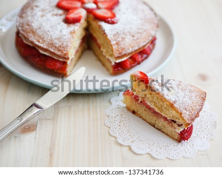 how to cut sponge cake cleanly