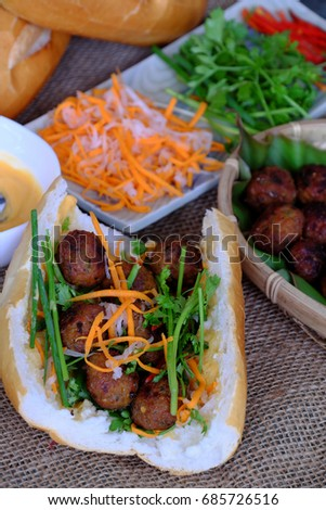 5 Amazing Street Food in Vietnam You Must Try!