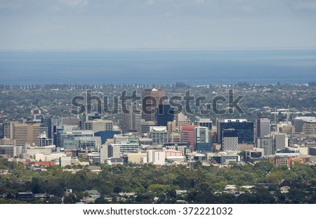 View of the city of Adelaide with ocean in the background