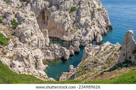 """View of the so-called bay """"bathtub of Venus"""" on the island Frioul near Marseille in South France  - stock photo"""