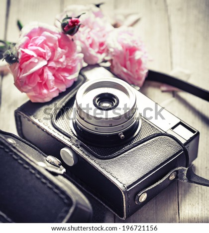Vintage camera and roses - stock photo