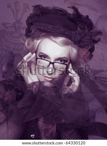 Vintage lady. Portrait of young stylish creative woman with glasses.