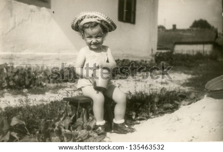 Vintage photo of little girl (fifties)