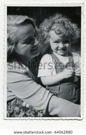 Vintage photo of mother and daughter (fifties)