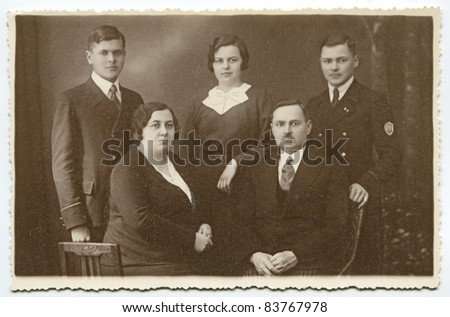 Vintage photo of parents with three children (thirties)