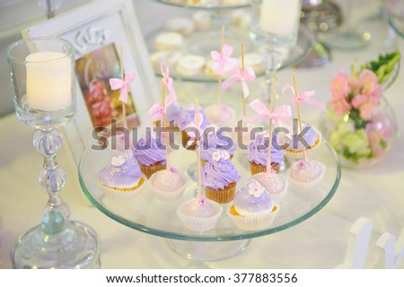 violet cupcakes on glass tray