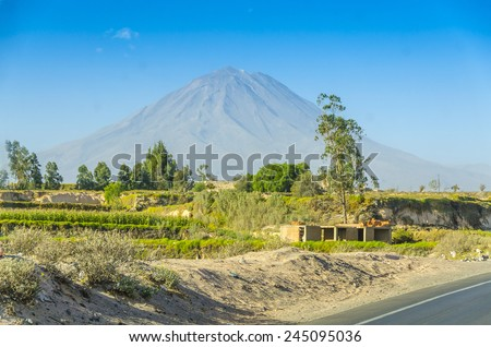 """Volcano Misti, view from the road from Pan-American Highway to Arequipa """"Vial del Sur"""" (South Road), Peru - stock photo"""