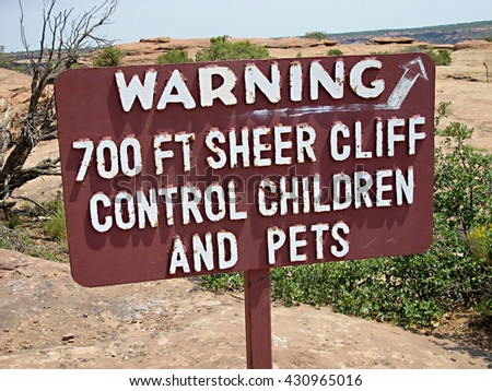 Warning 700ft cliff - stock photo