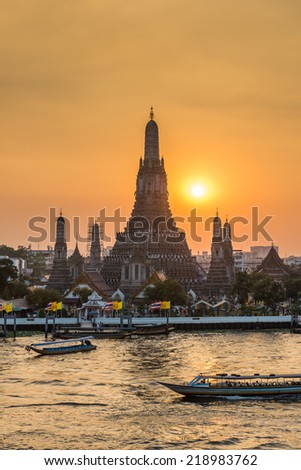 Wat Arun Ratchawararam Ratchawaramahawihan or Wat Arun  is a Buddhist temple in Bangkok Yai district of Bangkok, Thailand, - stock photo
