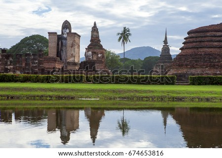 Wat Mahathat is a temple in the city of Sukhothai since ancient timesAnd a regular measure Sukhothai Kingdom. Sukhothai Historical Park Named the largest temple in the heart of Sukhothai.