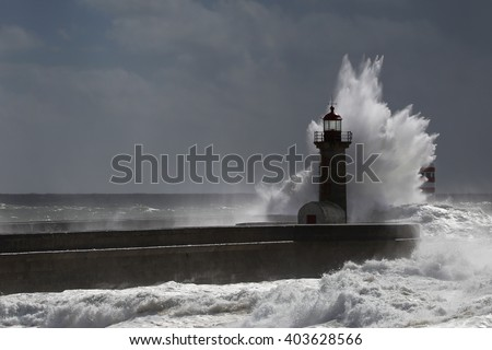 Wave bigger than the lighthouse