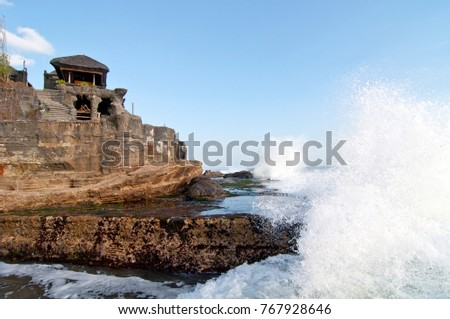 Waves crashing up on Pura Tanah Lot, famous hindu temple in South of Bali, Indonesia