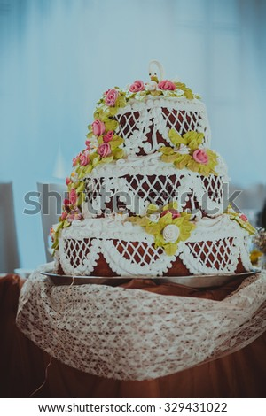 Wedding cake with flowers of cream