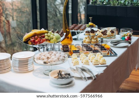 how to set up a wedding reception buffet table