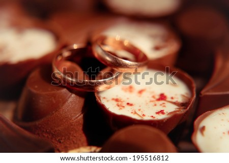 Wedding gold rings on chocolates