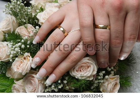 wedding rings hand and flowers in the wedding photo