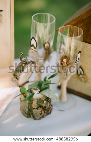 Wedding rings in eco box with glasses