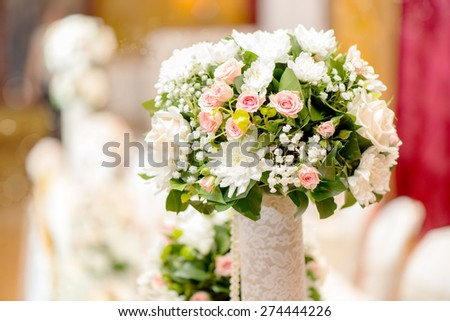 Wedding table decoration with roses