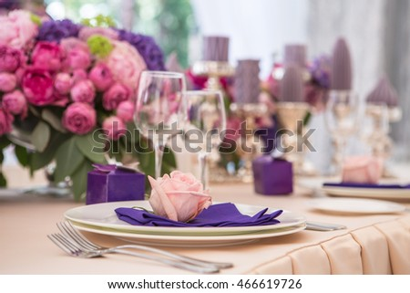 wedding table setting in rose and lilac colors