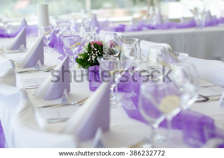 Wedding Table Setup with Flower, cloth napkins and glasses