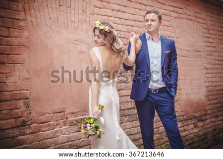 wedding wall hugging bouquet hand