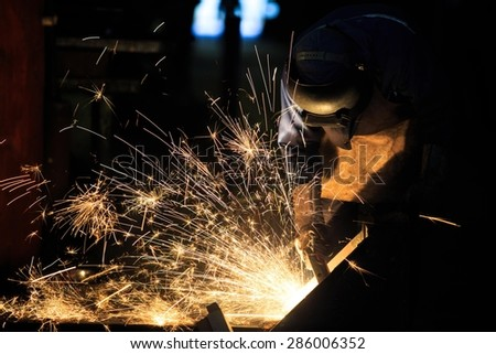 Welder is cutting frame by carbon air arc gouging