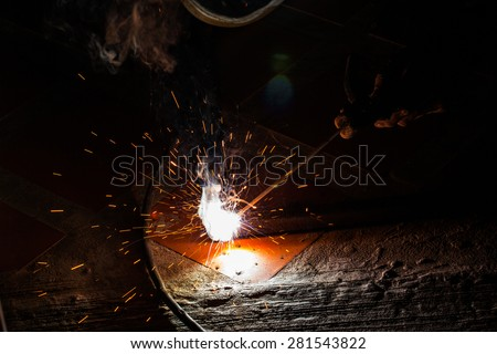 welding steel with sparks lighting