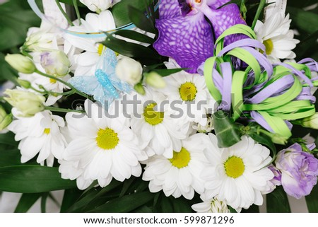 White daisies in a wooden basket, decoration for a wedding