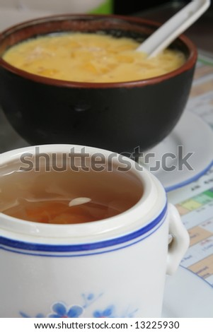 White fungus herb soup and mango sago dessert combination