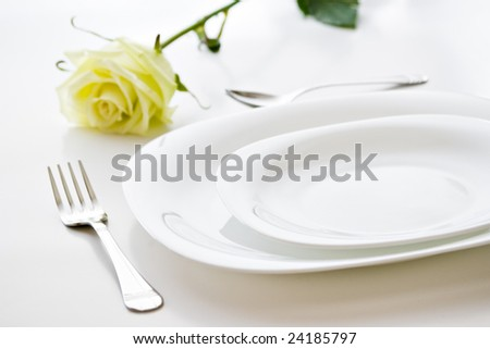 white setting place with beige rose