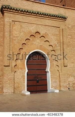 White surround to a massive wooden door on this entrance to the Koutoubia Mosque, Marrakesh - stock photo