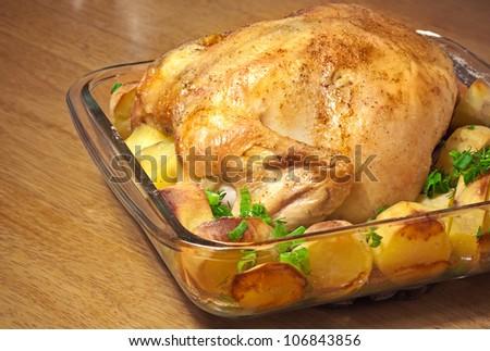 Золотистая картошка с курицей в духовке